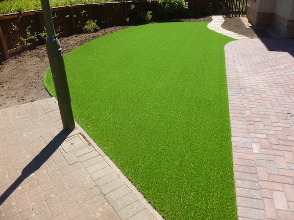 Tips To Help You Look After Your Artificial Grass This Winter